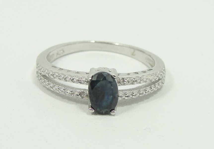 auctions canada 925 silver ring with diamonds